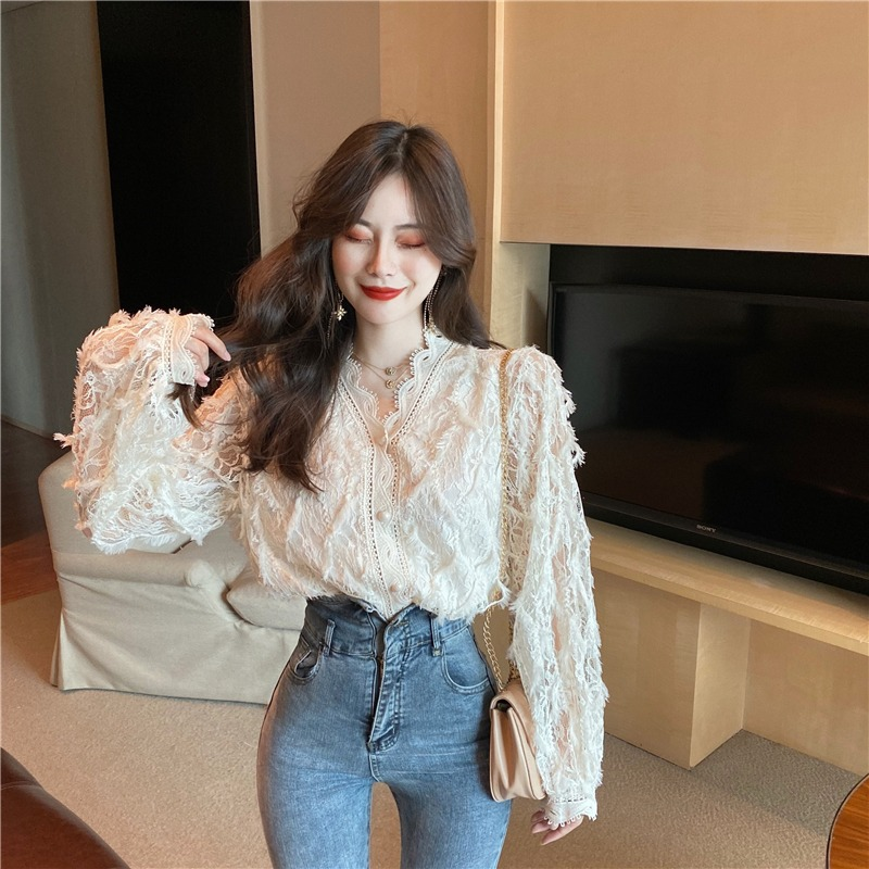 Fall 2020 new Korean version of super fairy sweet V collar long-sleeved lace hollow bottoms show thin shirt top girl