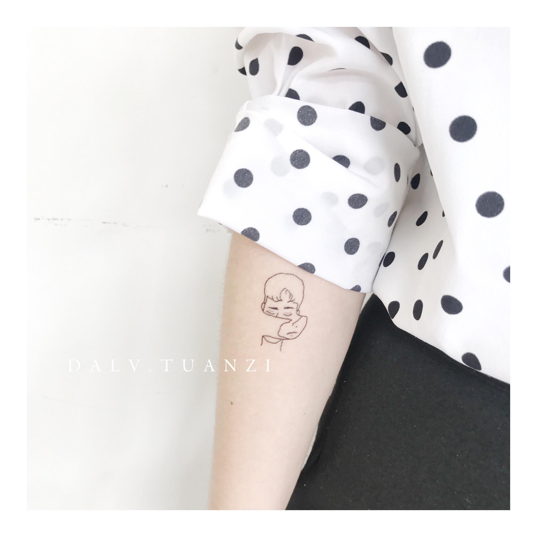 热卖134 情侣款 男女线条手绘头像ins设计师款防水纹身贴个性创意礼图片