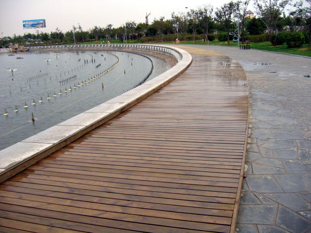 热卖防腐木地板户外露台 庭院阳台碳化木平台 景区公园木栈道工程安装