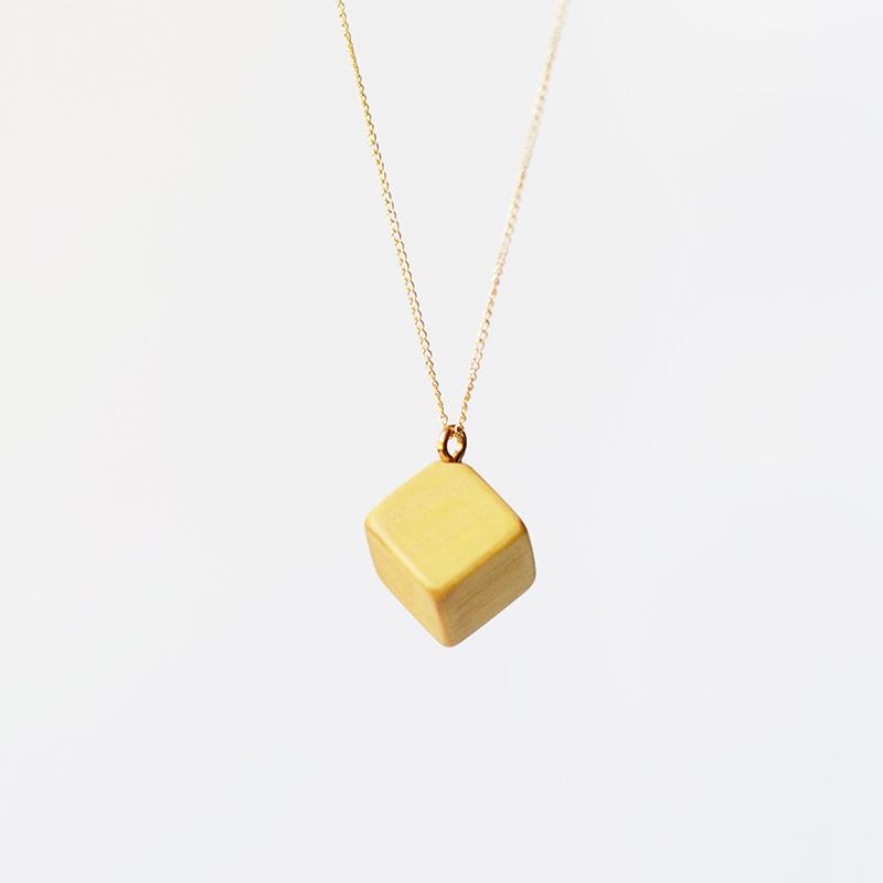 未艾| 原创设计几何立方体黄杨木质吊坠 14k包金锁骨项链图片