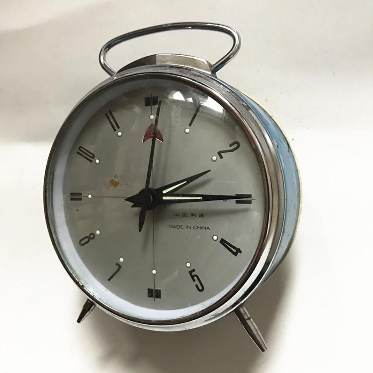 热卖复古怀旧打铃闹钟金属上发条老式创意居摆件小台钟座钟学生机械图片