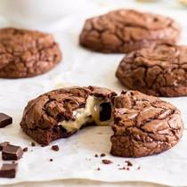 网红零食新星来自爆浆诱惑堪比能量棒手工夹心饼干巧克力流心曲奇