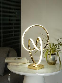 Настольные лампы,  Современный свет экстравагантный настольные лампы творческий простой личность гостиная тумбочка нордический теплый декоративный чистый красный спальня прикроватный свет, цена 5573 руб
