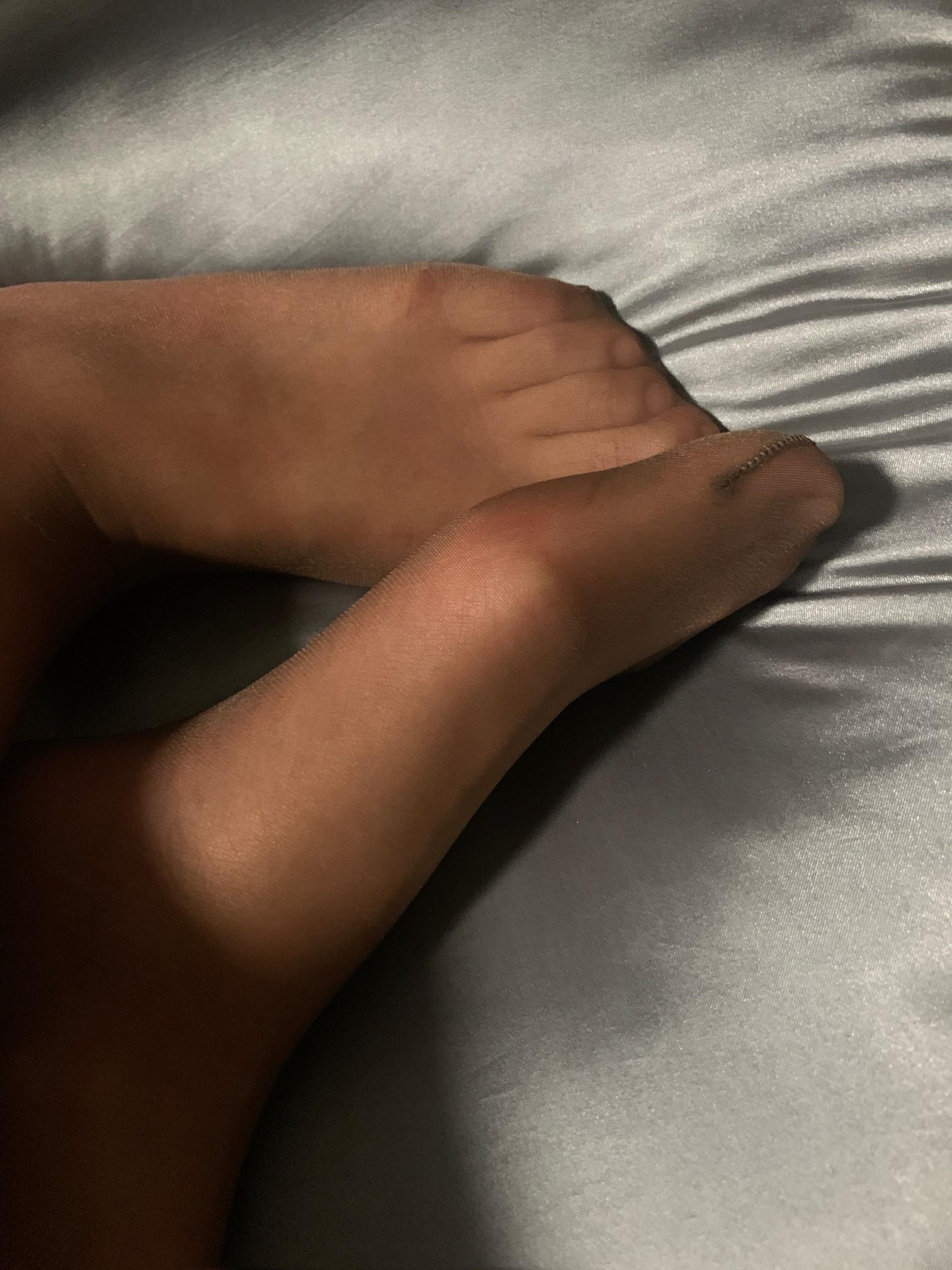 来自160身高小姐姐的丝袜美腿足拍