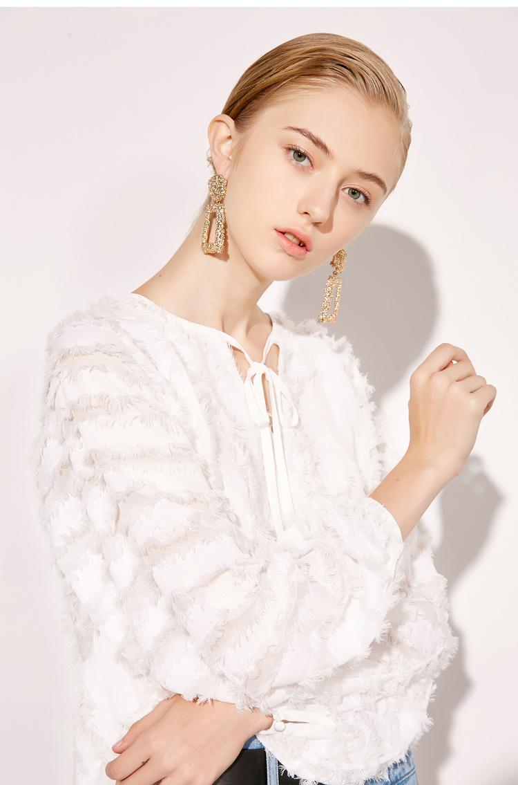 【李沁同款】预售Lily2019春新款系带领,流苏毛边,宽松版型长袖衬衫雪纺衫