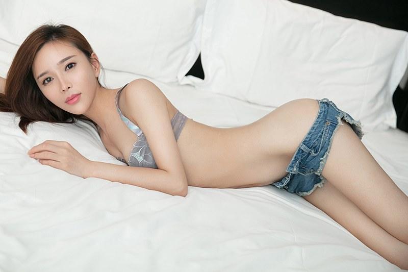 福利美圖_御姐艾小青真空上陣白嫩翹臀迷暈你