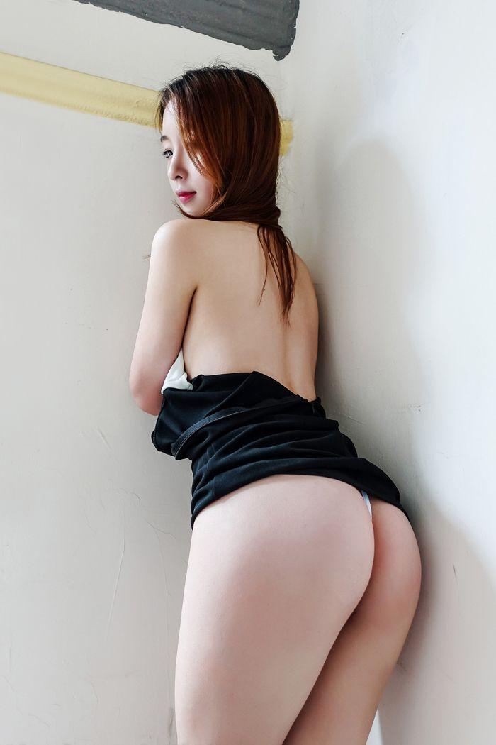 福利美图_丁字裤美女梓萱秀翘臀眼神魅惑性感迷人
