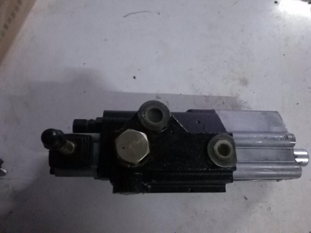 大拖拉机分配器液压分配器欧豹 东方红液压分配器后图片