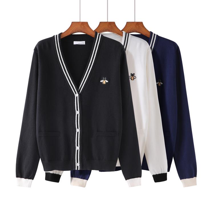 新款女蜜蜂小外套宽松刺绣针织衫学院开衫黑白百搭毛衣风长袖条纹