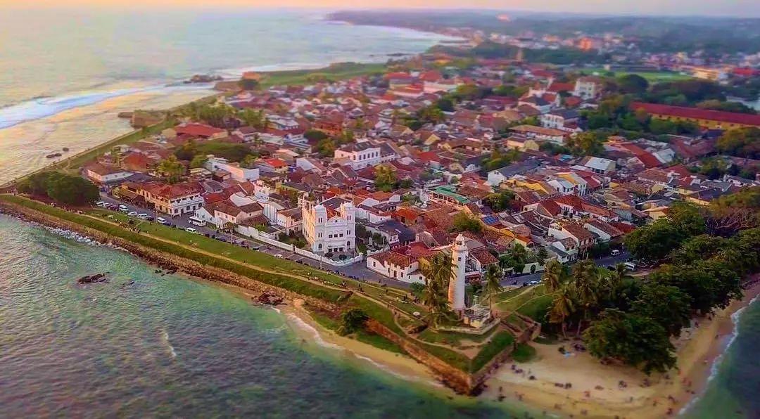 隐藏在斯里兰卡南海岸的宁静小镇