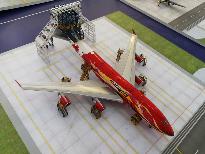 08 Hangar 1: 200 aircraft maintenance station 10-piece set with tail dock  model airport ground handling scene accessories