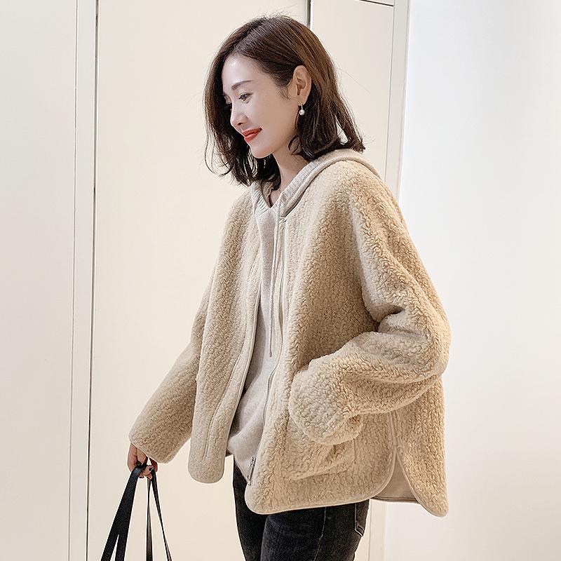 欧洲站2019羊羔新款欧货短款皮毛毛绒女一体羊羔外套韩版冬装服潮