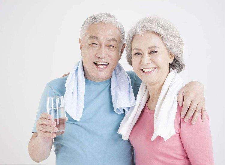 水质决定老人体质 健康饮靠这些