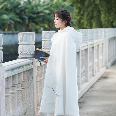 汉服披肩斗篷女秋冬长款中国风毛呢刺绣连帽加绒古风羊毛披风