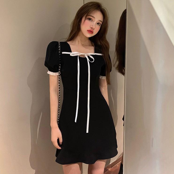Mùa hè 2020 mới Pháp ren-up cổ vuông váy khí chất eo eo váy đen là váy ngắn tay mỏng nữ - Váy eo cao