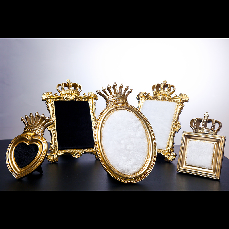 Court royal wind jewellery display gold crown frame earrings to drop the picture props accessory pose wedding