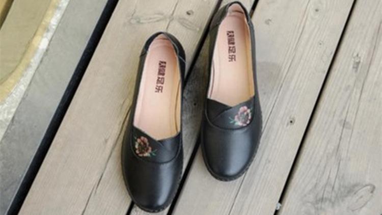 为妈妈的时尚助力,软底小皮鞋了解一下