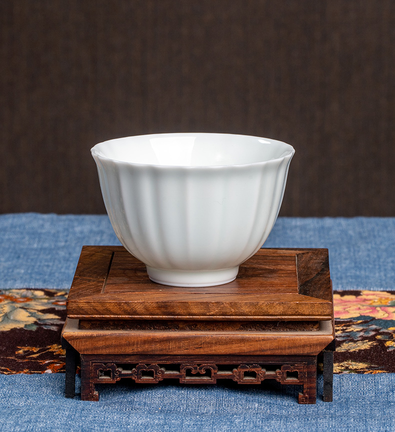 Three frequently hall jingdezhen ceramic cups kung fu tea set new kwai expressions using the sample tea cup cup small single CPU S41070 carving