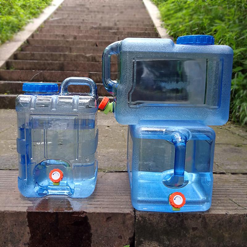 На открытом воздухе водяной бак домой магазин шланг крышка магазин ведро портативный пластик пищевого заполненный водой напиток использование чистый ведро автомобиль