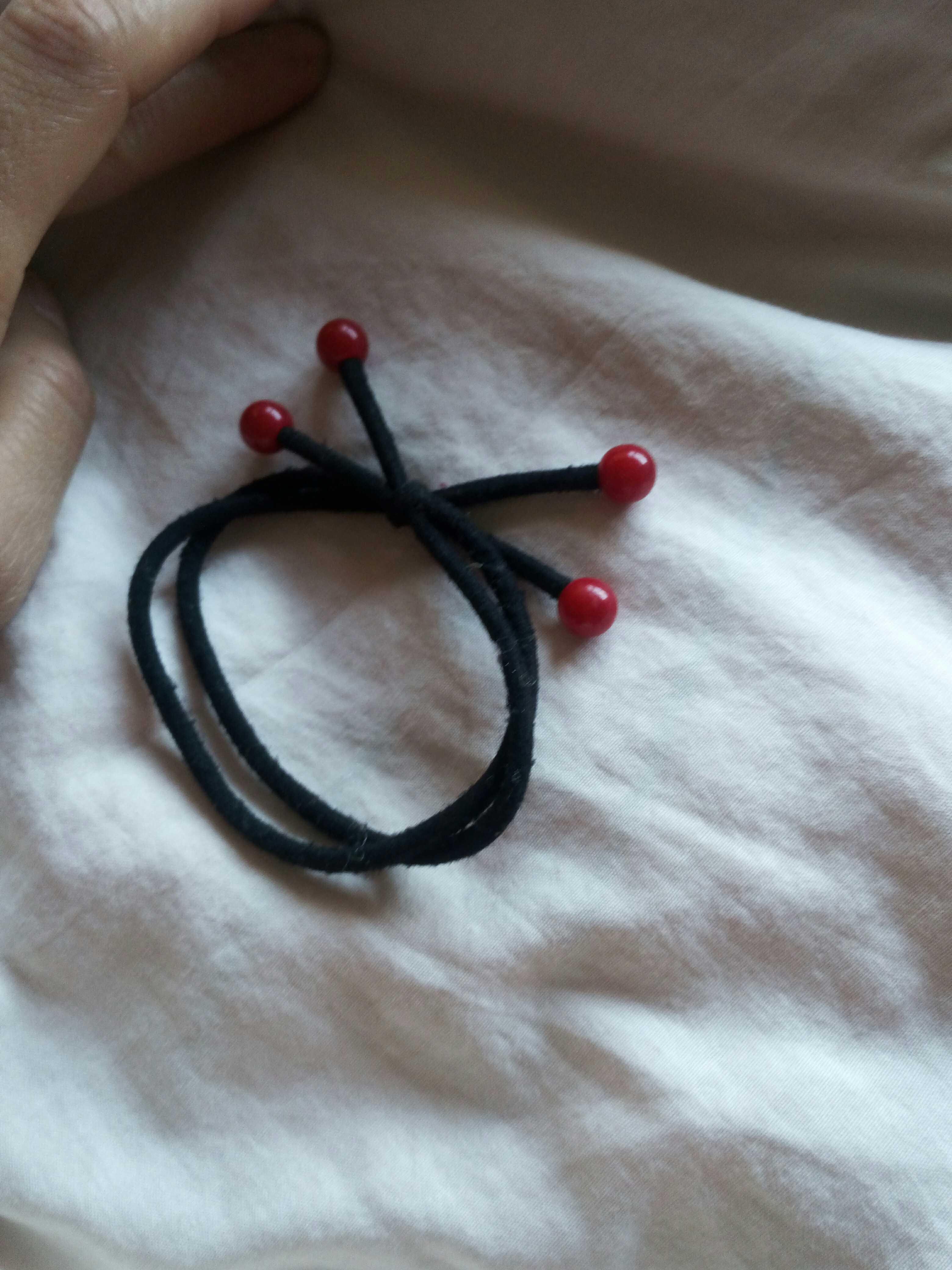 Красный Бусина