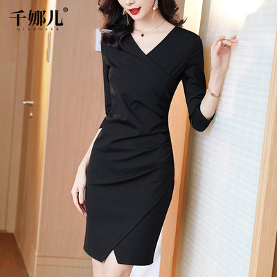 Black bag hip cork dress female autumn and winter 2020 new small black skirt V-neck body temperament thin skirt