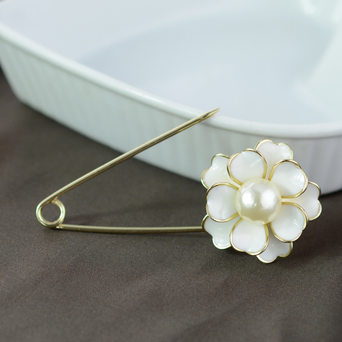 Camellia Gold Big Pin