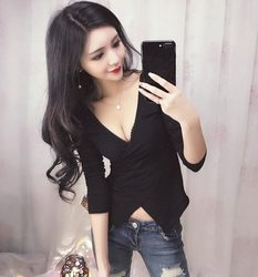 Sexy V-neck low-cut bottoming shirt women's new slim-fitting cross t-shirt all-match stretch cotton black large size solid color top