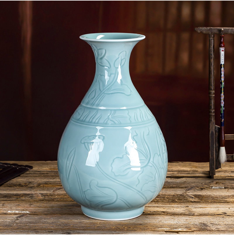 Jingdezhen porcelain vases, antique home decoration ceramic furnishing articles green porcelain carving Chinese style restoring ancient ways the sitting room