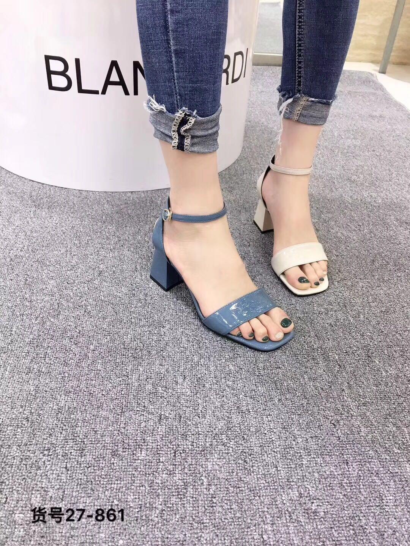 2019夏季新款韩版凉鞋露趾粗高跟一字搭扣女牛皮布兰卡迪欧雅迪斯