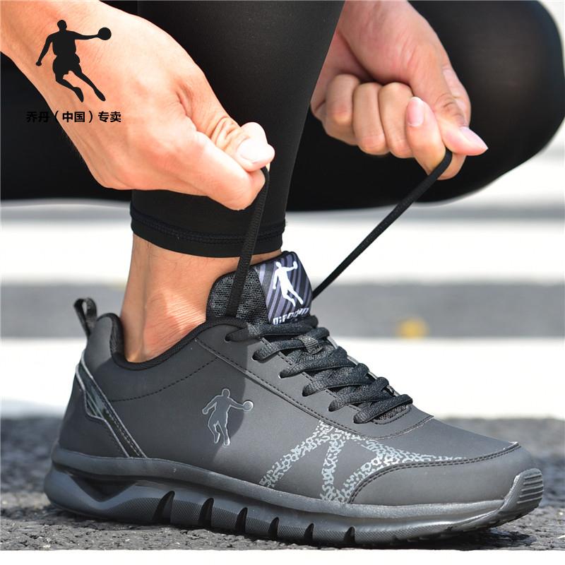 乔丹男鞋跑步鞋春款男士纯黑色运动鞋皮面舒适波鞋复古休闲旅游鞋