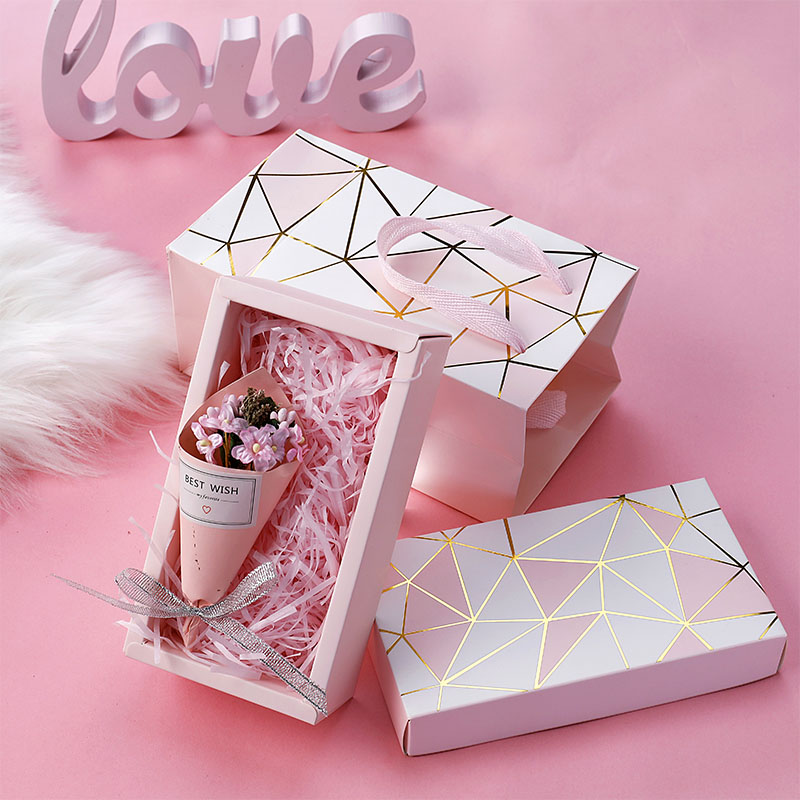 Bronzing gift box + shredded paper + gift bag + bouquet