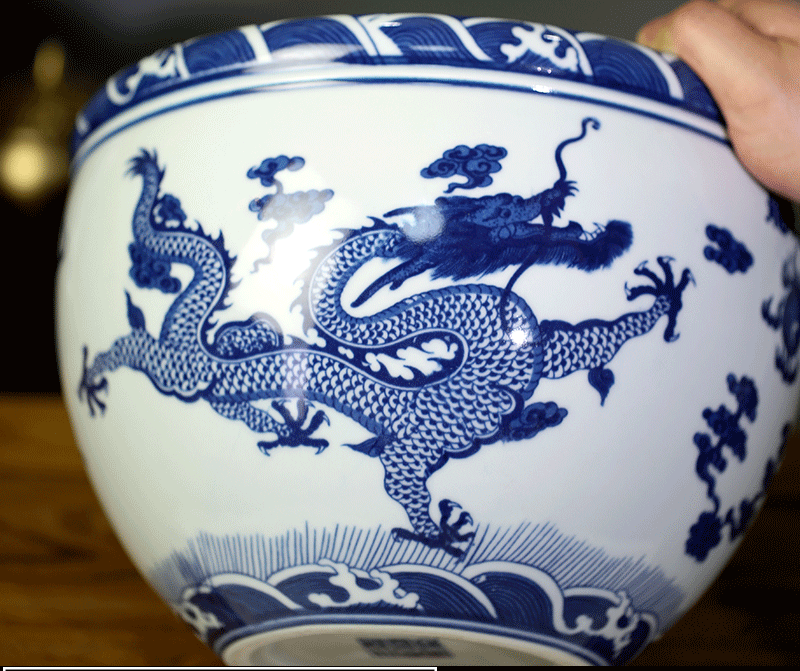 Jingdezhen blue and white porcelain aquarium home sitting room ceramic goldfish turtle cylinder mesa study calligraphy and painting scroll to receive