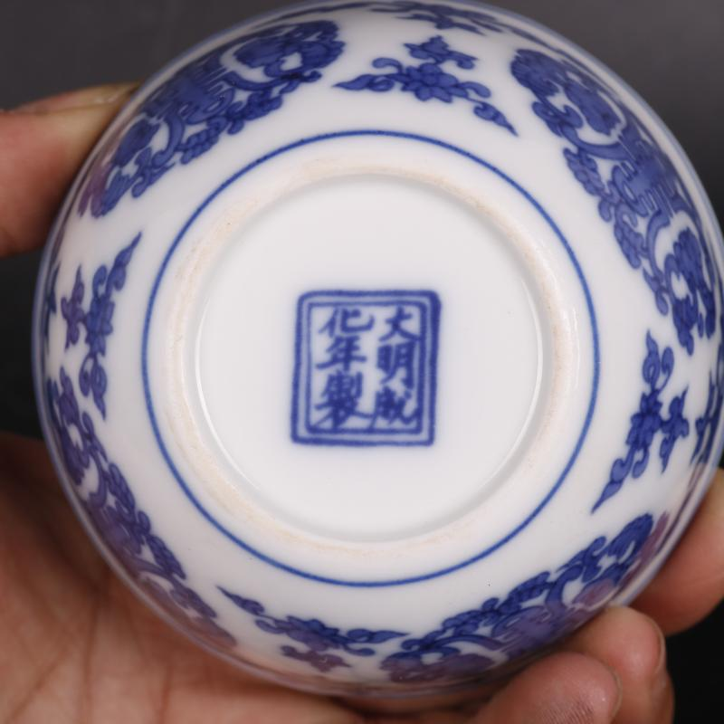 Blue and white life of word lines in antique crafts of Chinese style household porcelain cups furnishing articles antique curio collection
