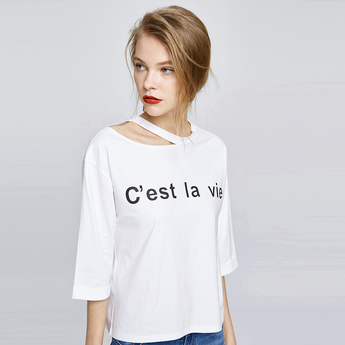 乐刻2020女式新款纯色t恤字母印花短袖t恤女夏装镂空领口t恤