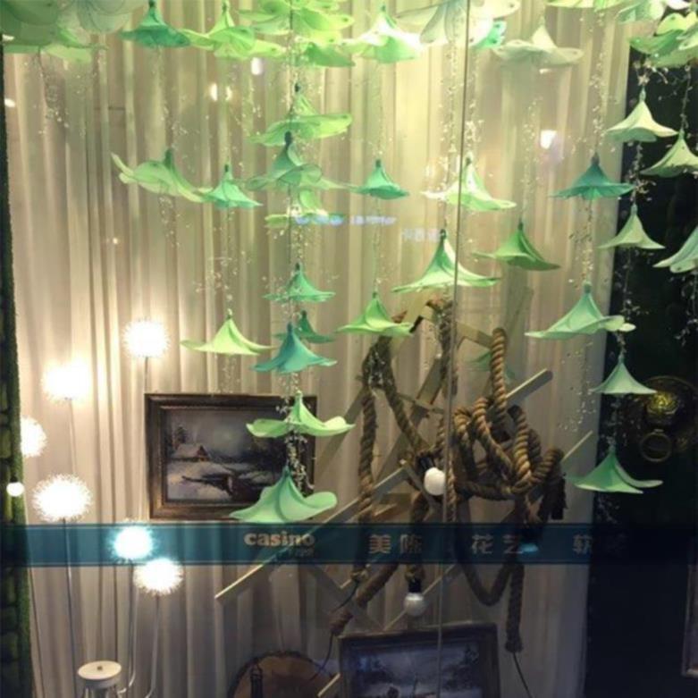 春季服装店布置展厅吊饰道具橱窗美陈春天4S汽车陈列商场室内美称