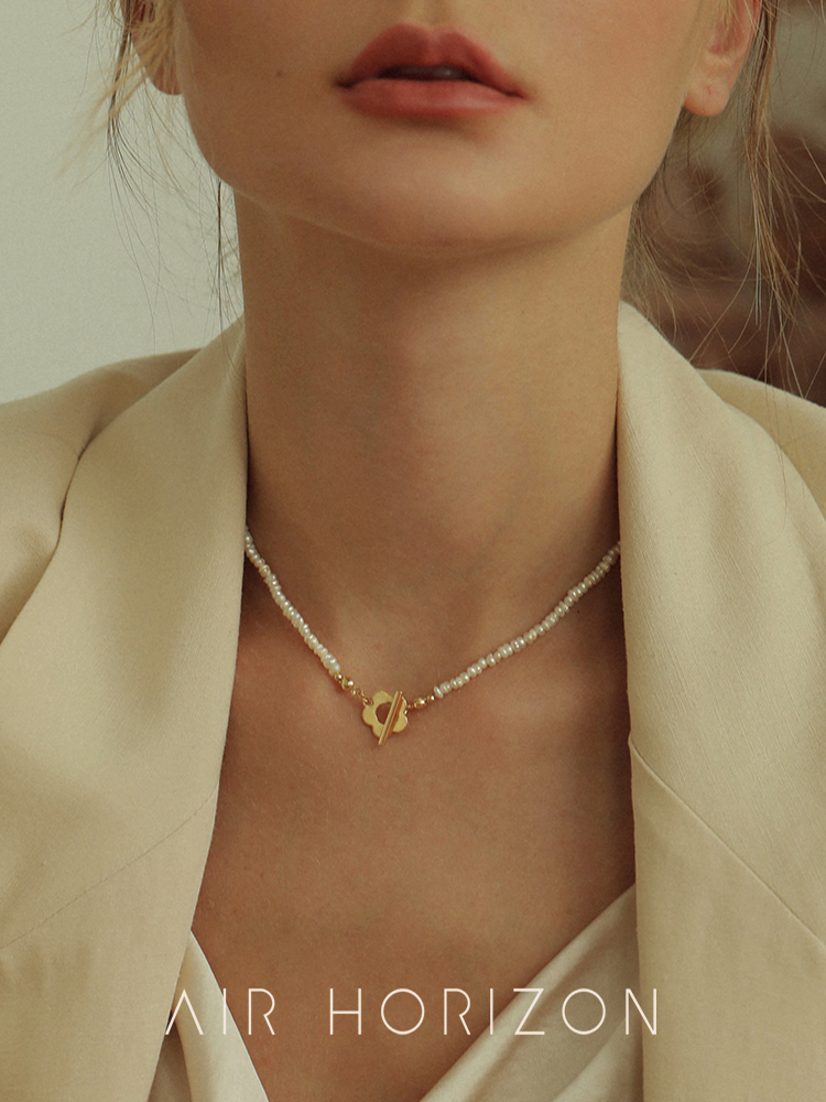 Pearl necklace 2021 new women's light luxury niche necklace wild simple accessories cold wind Korean clavicle chain