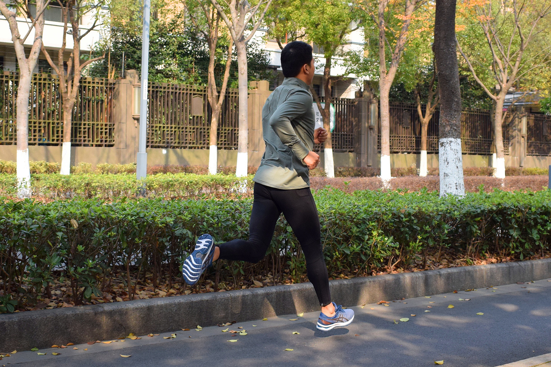 Nimbus22跑鞋实力均衡适用性广45