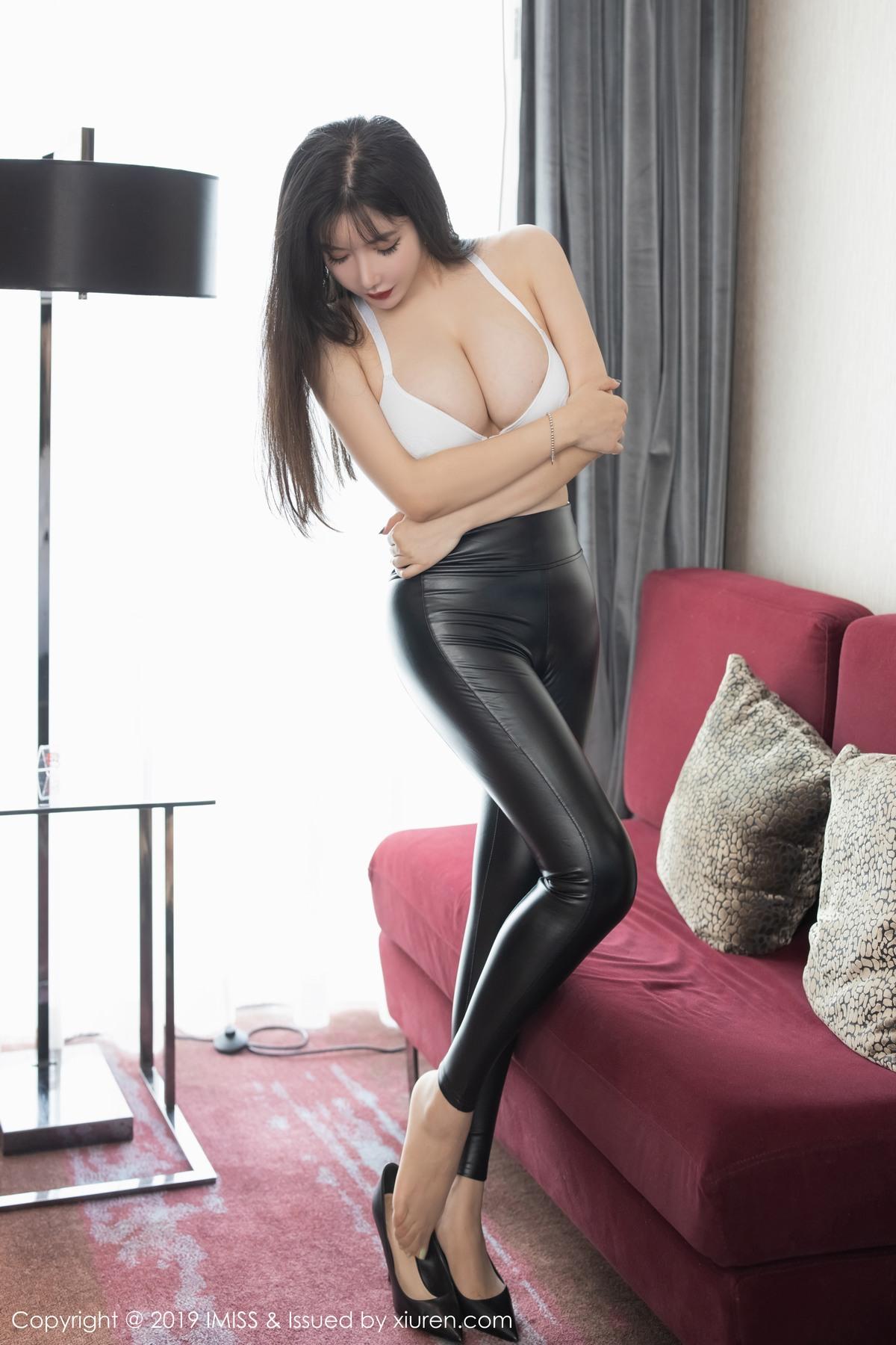 [IMiss爱蜜社]2019.11.25 Vol.404 性感皮裤展现完美身材 心妍小公主