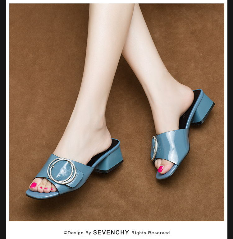 真皮水钻粗跟凉拖女夏外穿时尚2018新款欧洲站女鞋中跟一字拖鞋潮商品详情图