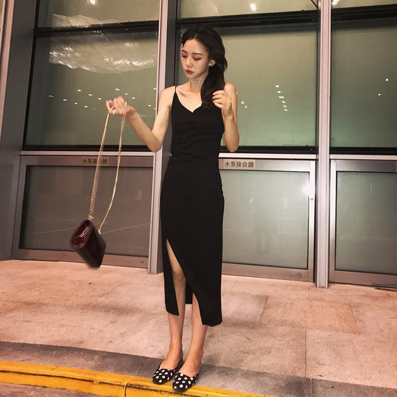 南夕姐姐 温柔风小黑裙黑色v领吊带裙女夏季新款性感冷淡风连衣裙