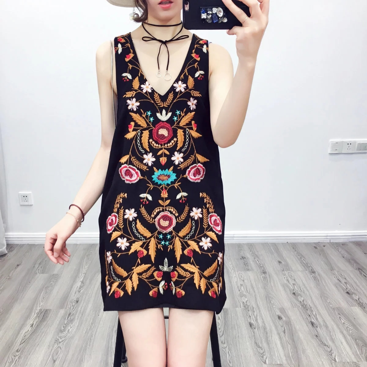 Europe and the United States 2017 spring new retro national wind heavy industry embroidery vest skirt v collar sleeveless dress bottom skirt