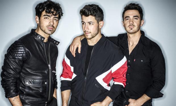 乔纳斯兄弟分享了他们最新热门单曲《Sucker》的ASMR版本