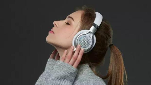 小心戴耳机听ASMR音量过大可能会夺走听力