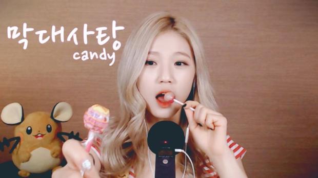 사라 SARA吃棒棒糖