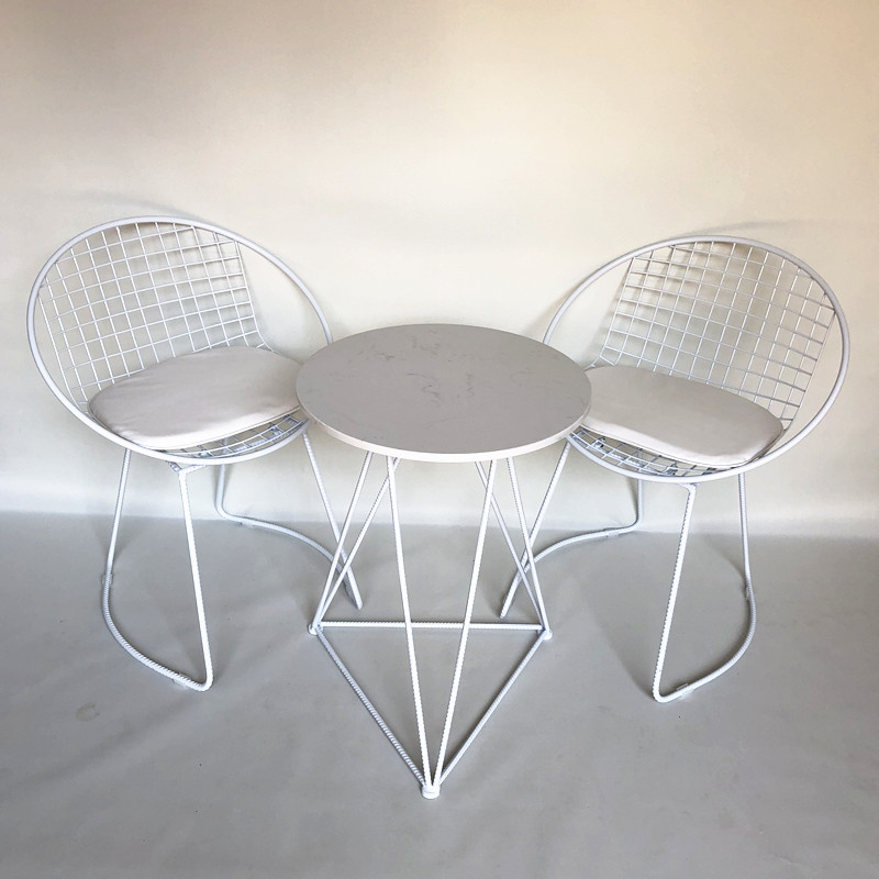 "One table and two chairs white ""Desktop Marble"""