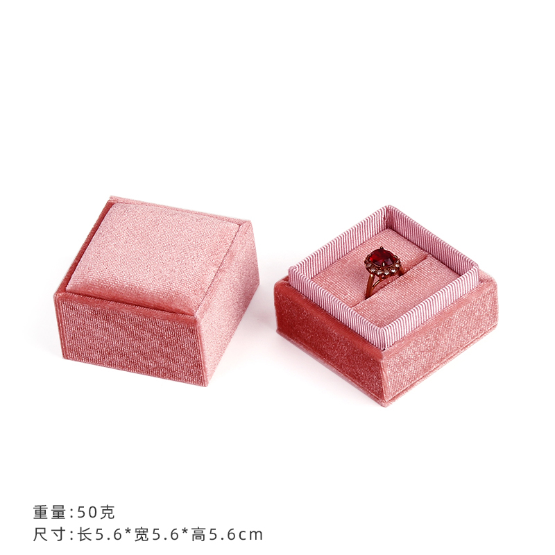 PINK RING BOX [WORLD COVER]