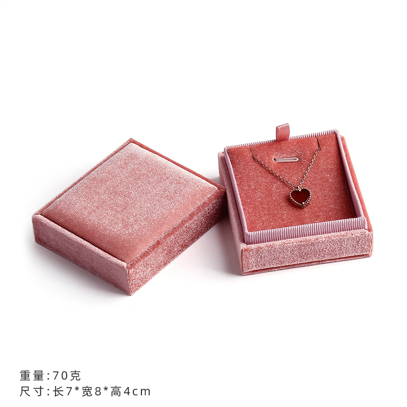 PINK PENDANT BOX [WORLD COVER]