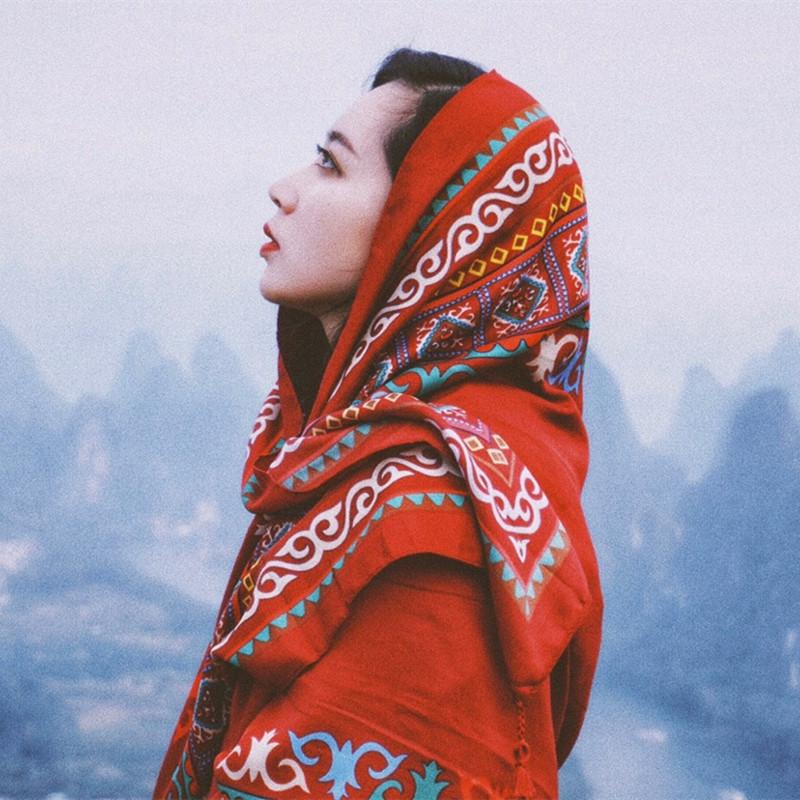 茶卡盐湖v草原草原防晒复古披肩丝巾海边围巾拍照大红色沙漠棉麻女