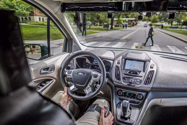 行驶过程中,制动系统突然失灵,该怎么办