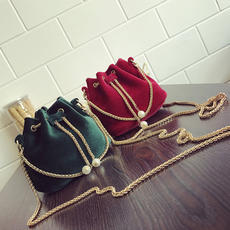 Female bag 2017 autumn and winter new fashion velvet mini bucket bag chain bag Korean version of the shoulder slung handbag